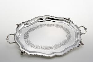 Vassoio ovale con incisione e manici in sheffield stile Liberty cm.32x32x2h