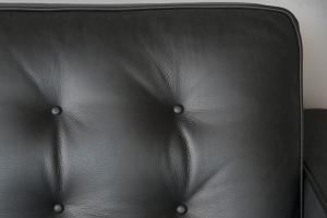 BROCK - Divano in pelle modello florence nero a 3 posti con base e piedini in legno, cuscini in memory – Design contemporaneo