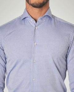 Camicia azzurra in fantasia geometrica