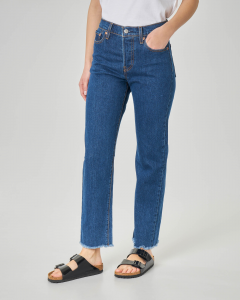 Jeans straight blu stone washed a vita media con orli sfrangiati