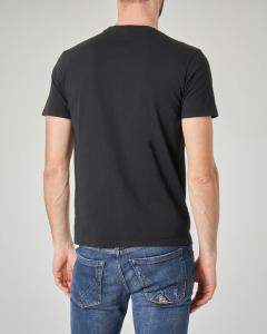 T-shirt nera con teschio composto da farfalle