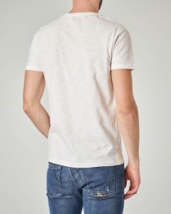 T-shirt bianca con stampa carpa e scritte