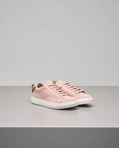 Sneakers cipria con farfalla sul tallone