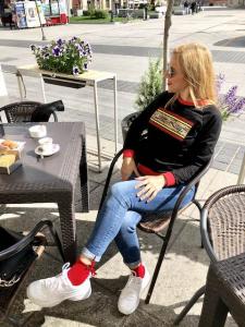 Felpa Jenè profili rossi con stampa animalier