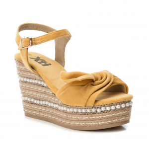 Sandalo giallo con zeppa Xti