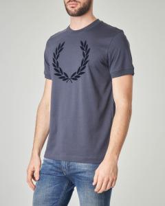 T-shirt blu con logo in rilievo