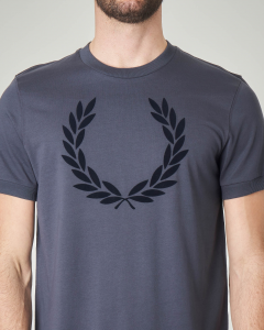 T-shirt blu con logo in rilievo
