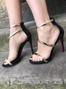 Sandali bicolore con tacco