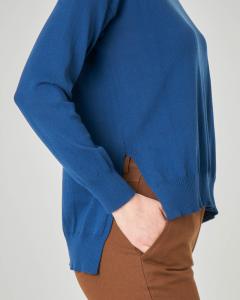 Maglione blu girocollo in cotone con spacchetti laterali