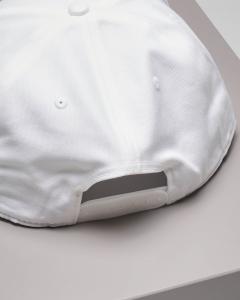 Berretto bianco con frontino e logo