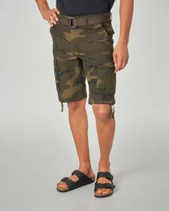 Bermuda cargo camouflage con cintura