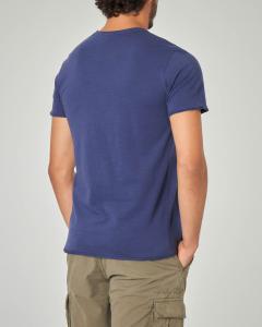 T-shirt blu con taschino a filo