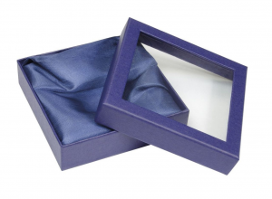 Scatola in cartoncino blu con finestra per articolo EL56041 interno in raso cm.11,5x11,5x3h