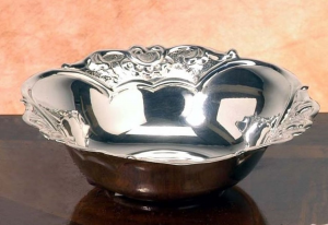 Ciotolina tonda stile cesellato argentato argento sheffield cm.4h diam.14