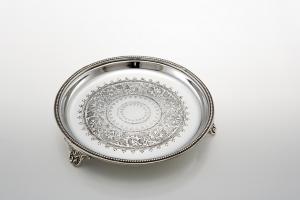 Vassoio tondo con piedi placcato argento Sheffield stile Inciso cm.2,5h diam.16