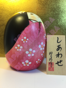 Bambola Kokeshi - Felicità rosa (S)