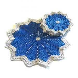 CENTRINO con 6 SOTTOBICCHIERI blu e argento per Natale all'uncinetto