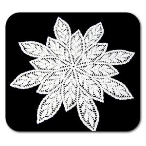 CENTRINO grande bianco con foglie all'uncinetto