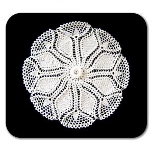 CENTRINO rotondo bianco con fiore all'uncinetto