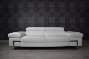 ZUBIN - Divano bianco in pelle a 3 posti maggiorati con poggiatesta e braccioli recliner manuale piedini cromati lucidi – Design moderno