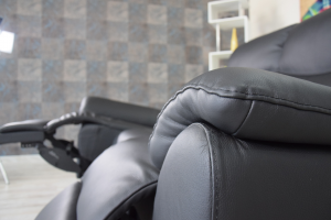 Divano relax in pelle nero antracite a 3 posti di cui 2 con meccanismi recliner elettrici