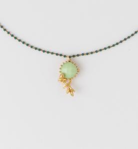 Collana girocollo in ottone galvanizzato con ciondolo motivo floreale