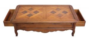 Tavolino in ciliegio con piano tassellato