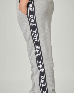 Pantalone grigio in felpa con bande logate 10-16 anni