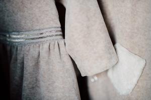 Vestitino in ciniglia di cotone biologico color crema