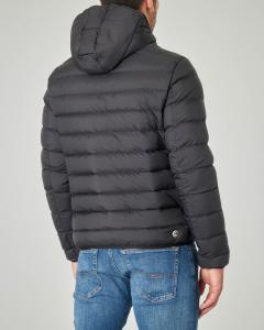Piumino nero con cappuccio fisso e interno lucido