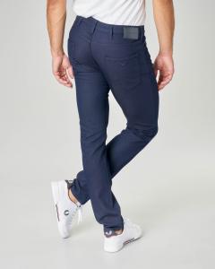 Pantalone blu cinque tasche in tessuto armaturato