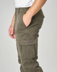 Pantalone tasconato verde militare in tessuto stretch