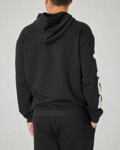 Felpa nera con cappuccio e maxi-logo sul petto e sulla manica