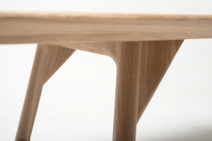 Mai dining table