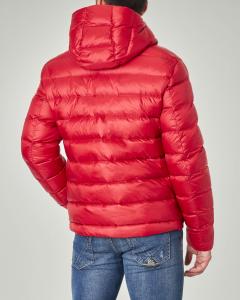 Piumino rosso con cappuccio fisso
