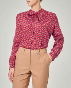 newest e45b1 ca341 Camicia rossa in seta a fantasia geometrica con fiocco   Pellizzari  E-commerce