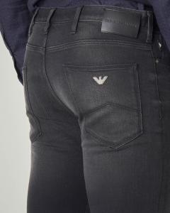 Jeans J06 nero in cotone stretch