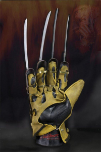 NIGHTMARE on Elm Street: FREDDY Glove Replica