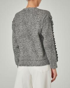 Maglia in jersey di cotone a fantasia animalier con rouches sulla maniche