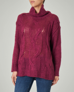 Maxi maglia color vino con collo ampio alto in misto lana mohair traforata a trecce