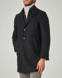 Cappotto nero in lana con davantino in nylon staccabile