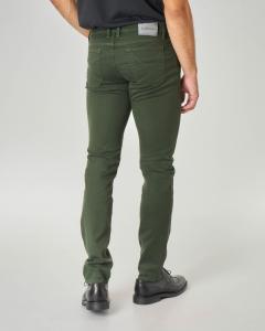 Pantalone cinque tasche verde in gabardina con toppa