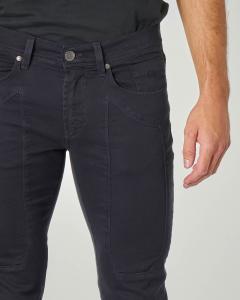 Pantalone cinque tasche blu in gabardina con toppa