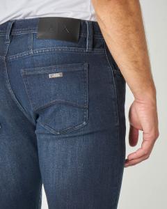 Jeans J13 lavaggio blu scuro con sbiancature in cotone stretch