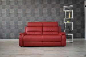 LEWIN - Divano relax in pelle rosso 3 posti con meccanismi recliner elettrici e poggiatesta regolabili