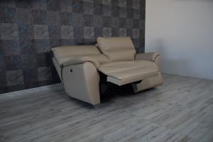 ISADOR - Divano relax elettrico in pelle nocciola - cammello a 3 posti con meccanismi recliner