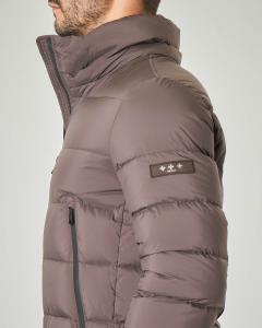 Piumino marrone in tessuto opaco con cappuccio staccabile
