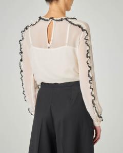 Camicia in georgette di viscosa color avorio con rouches a contrasto di colore