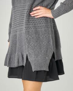 Abito in maglia lavorazione traforata grigia con sottoveste a contrasto