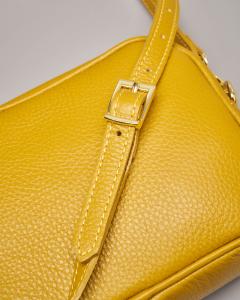 Cross bag in pelle colore giallo effetto martellato con nappina abbinata